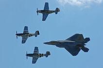 F-22 Raptor P-51 1 auf Vandalenjagd