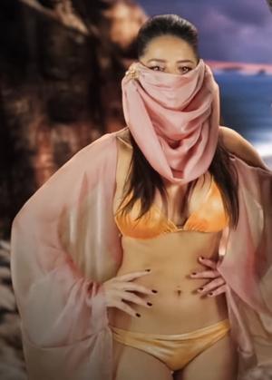 Elena Diaz Moses' Honeys Cameo