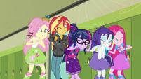 Main five watching Rainbow Dash crash SS6