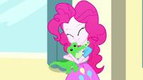 Pinkie Pie hugging her plush Gummy SS7