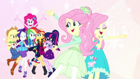 Singer Fluttershy pointing at her friends EGDS26