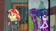 EG SS6 Twilight sięga po parasol