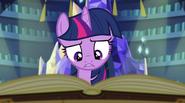 EG2 Twilight czyta o Syrenach