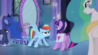Rainbow Dash jumps in front of Twilight EG