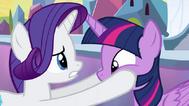EG Rarity boi się że korona została w Ponyville