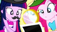 EG SS2 Pinkie i Twilight sprawdzają zdjęcie