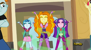 EG RR The Dazzlings pod koniec piosenki ''Battle of the Bands''