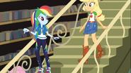 EG COYA01 22 Rainbow i Applejack szukają Fluttershy