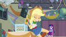 Applejack uncaps a cider bottle with her teeth EG