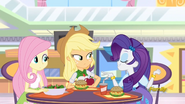 EG ML Rarity siada do Fluttershy i Applejack