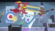"""EG2 klip """"Walka o gitarę """" Trixie wygrywa"""