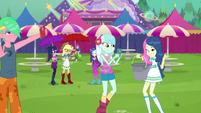 Lyra and Bon Bon with wet hair CYOE13c