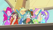 EG Pinkie Pie, Applejack i Fluttershy z uniesionymi rękoma