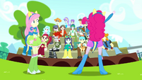 Pinkie Pie pumping up the crowd SS4