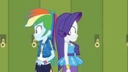 EG COYA04 Rarity zderza się z prawdziwą Rainbow Dash