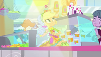 Applejack sliding on the juice bar counter SS9