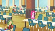 EG COYA05 Pinkie zauważa, że Twilight znów uciekła