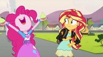 Pinkie Pie holding two cupcakes EG3