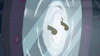 Twilight's crown flies through portal EG