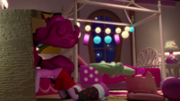 Pinkie searches for something under her desk (version 2) EGM1