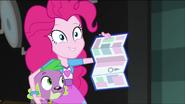 EG MF Pinkie Pie pokazuje przewodnik po planie