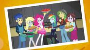EG BT3 Rainbow Dash w klubie piekarzy