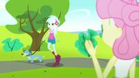 Fluttershy waving to Lyra Heartstrings SS14