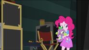 EG MF Pinkie Pie i Spike powoli uciekają