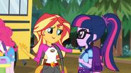 EG4 Sunset wyjaśnia że druga Twilight wpadła Flashowi w oko