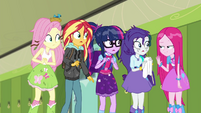 Straight-haired Pinkie meeting her friends SS6