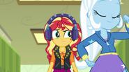 EG BT6 Sunset Shimmer słyszy śpiewane myśli Trixie