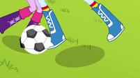 Rainbow Dash steals the ball EG