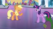 EG Applejack uspokaja Twilight