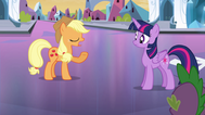 EG Applejack uspokaja Twilight