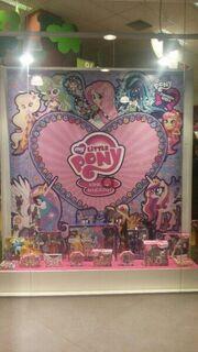 Equestria-Girls-Pony-Flower-Goth-Thme-Thing