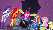 """EG2 Pinkie rozpoczyna piosenkę """"Jestem Tęczą"""""""