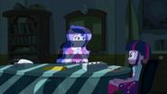 EG1 Wicedyrektor Luna rozmawia z Twilight