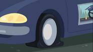 EG COYA03 Samochód testowy Cranky'ego z przebitą oponą