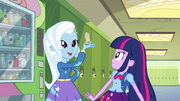 EG1 Trixie z Twilight przy automacie