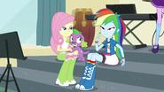 EGS1 Rainbow mówi Rarity aby zobaczyła co zrobiła Pinkie