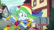 EG4 Rainbow wkłada zaproszenie do skrzynki