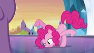 EG Pinkie prostuje się
