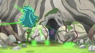 EG4 Gloriosa zamyka wejście do jaskini