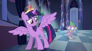 EG Twilight twierdzi, że skrzydła i korona nie robią z niej władczyni