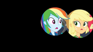 EG COYA01c Iryska końcowa na Rainbow Dash i Applejack