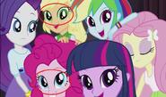 EG Błąd, Applejack oraz Pinkie robią zeza.