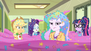 EG COYA04 Equestria Girls i Celestia w morzu konfetti