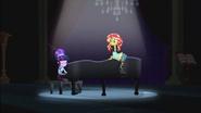 """EG2 klip """"Wieczna przyjaźń"""" Twilight gra na pianinie przy Sunset"""