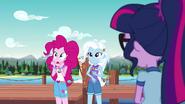 EG4 Pinkie podejrzewa Gaję o powodowanie dziwnych zjawisk