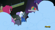 EG RR Trixie próbuje ''zniknąć''.